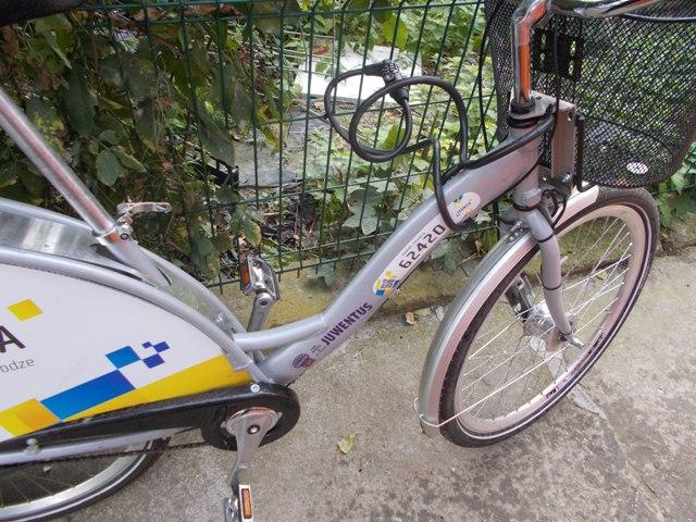 Znaleźli miejski rower na śmietniku