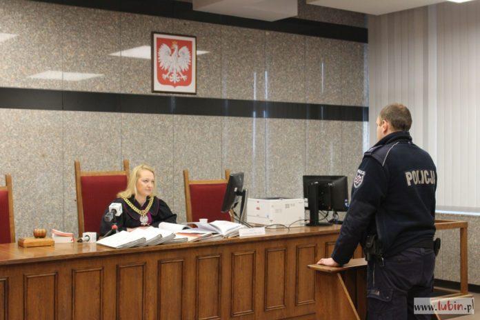 Odroczony wyrok w sprawie blokujących torowisko