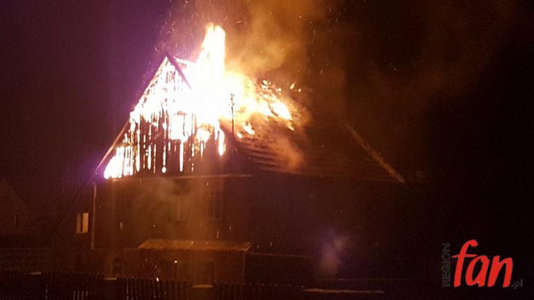 W centrum Sichowa spłonął dom (FOTO, WIDEO)