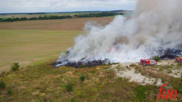 Ogromny pożar odpadów na nielegalnym wysypisku (FOTO, WIDEO)