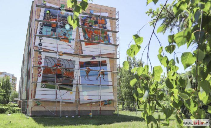 Mural ozdobi kolejny blok w Lubinie