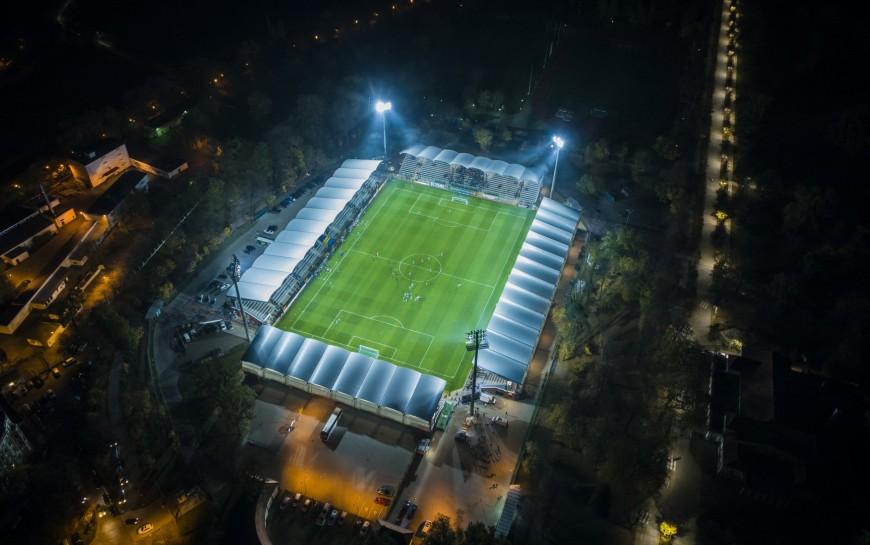 Więcej światła na stadionie. Kiedy premiera?