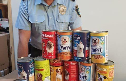 Świeże Strażnicy miejscy zbierają karmę dla psów - RegionFAN.pl SF87
