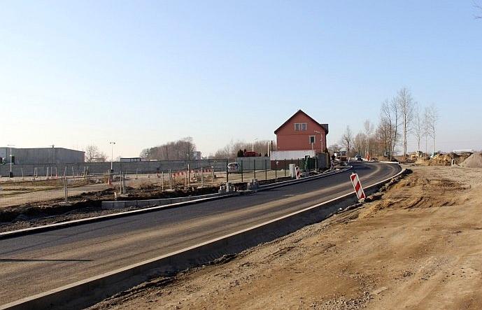Trwa remont Szczytnickiej. Jest pierwsza warstwa asfaltu