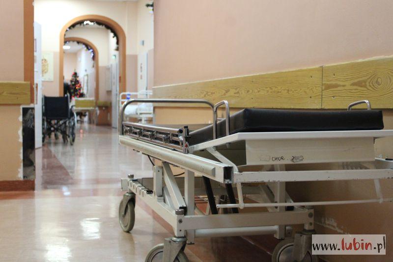 Matka i córka trafiły do szpitala. Czad znów atakuje