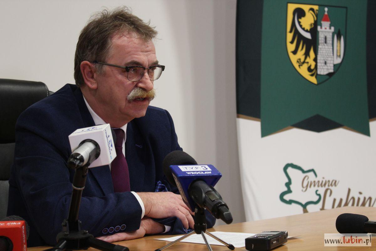 Wójt w Warszawie szuka wsparcia