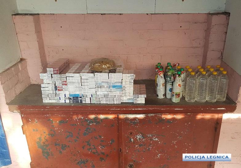Spirytus i tytoń bez akcyzy  sprzedawał na targowisku miejskim