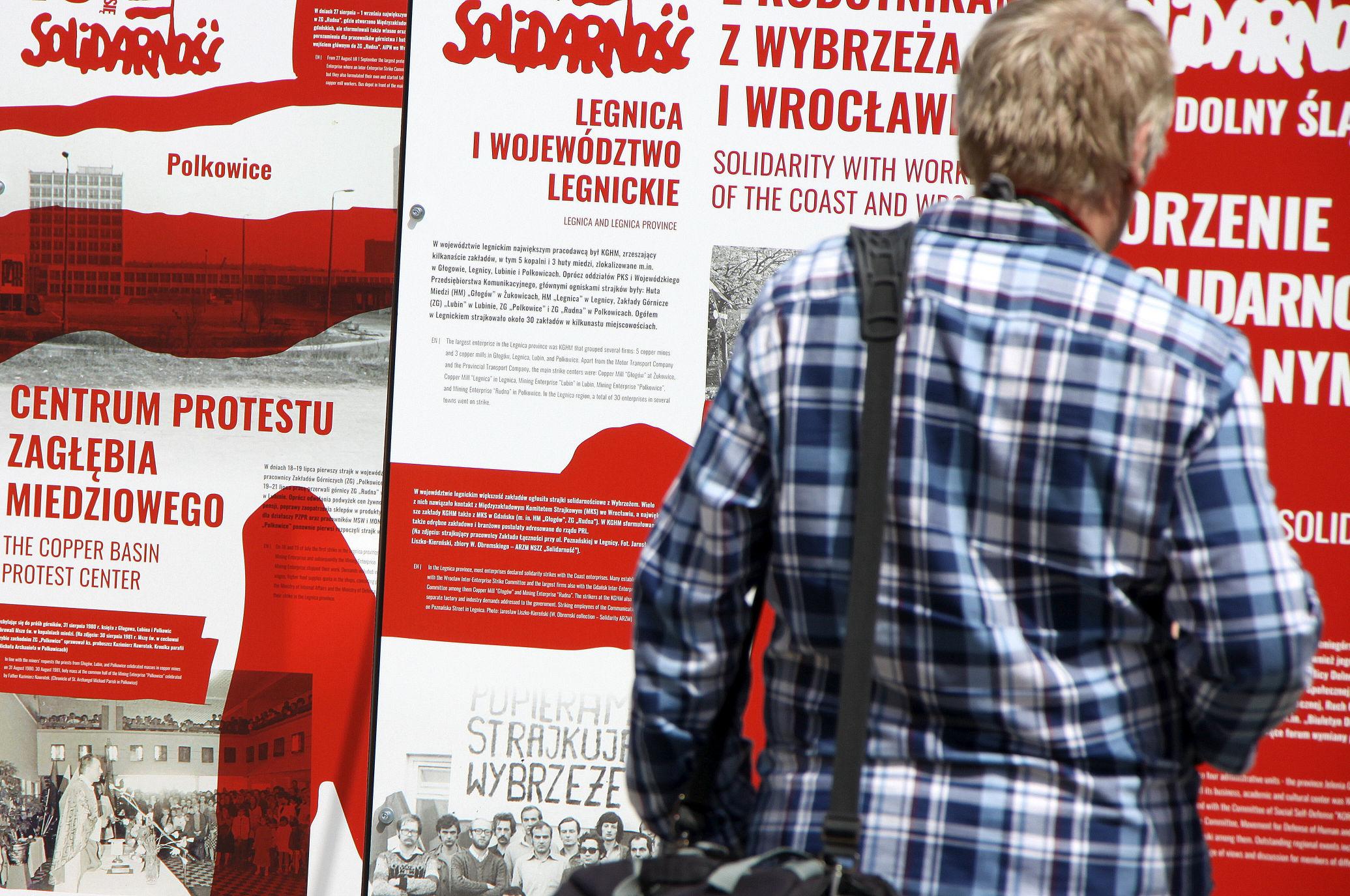 """""""Tu rodziła się Solidarność"""" wernisaż wystawy na Rynku"""